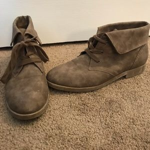 Flat neutral booties size 7.5